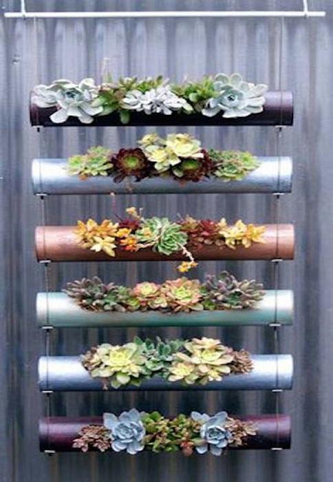 Креативный и крутой мини-сад создан при помощи бамбуковых веток.