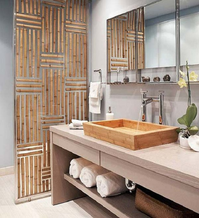 Интересный и удачный вариант оформления ванной комнаты при помощи бамбука.
