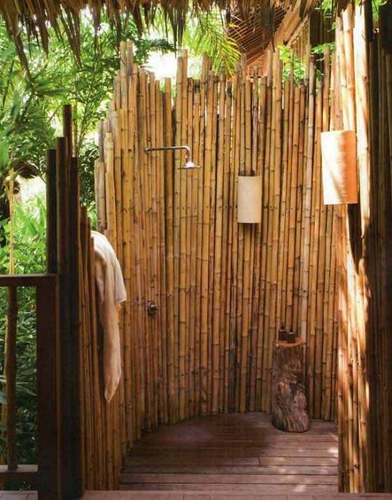 Красивое решение - бамбуковые занавески для душа, что может быть лучше.