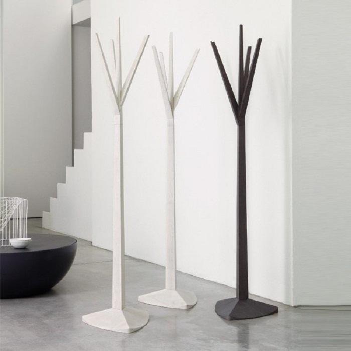Вешалки в виде деревьев, станут отличной находкой для создания уюта в комнате.