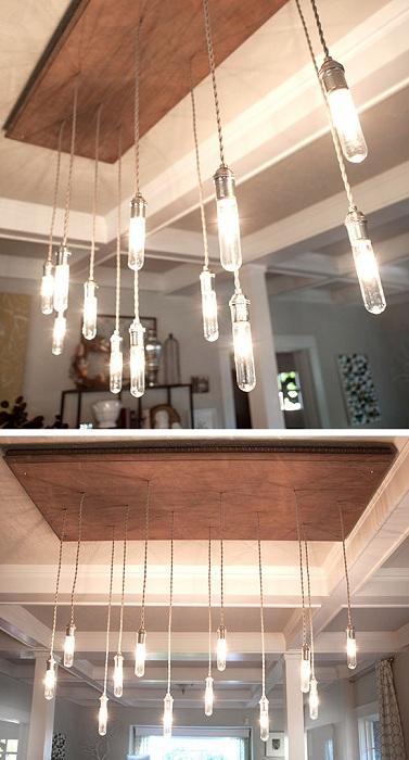 Множество необычных лампочек что просто свисает с потолка, подарит особенное настроение и создаст ощущение легкости.