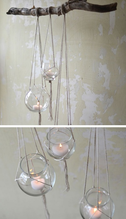 Ветви дерева используются как основа для стеклянных подсвечников, которые размещены в подвешенном состоянии.