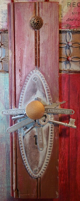 Симпатичная дверная ручка станет интересной деталью в оформлении двери.