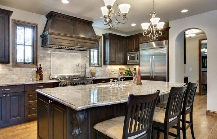 Самое лучшее решение создать оригинальную обстановку на кухне с применением богатых элементов декора.