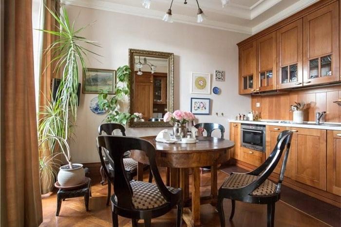 Симпатичное и очень уютное оформление кухни с применением дерева.