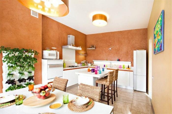 Комфорт и уют на этой кухне созданы благодаря оригинальным решениям при выборе цветовой гаммы.