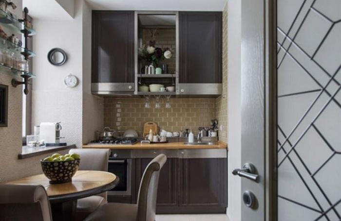 Симпатичное и удачное решение декорировать рабочую стенку в отличных коричневых оттенках.