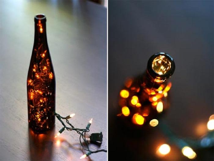 Отличное решение для декорирования комнаты с помощью такой простой бутылки с подсветкой, что понравится и привнесет предновогодней атмосферы.