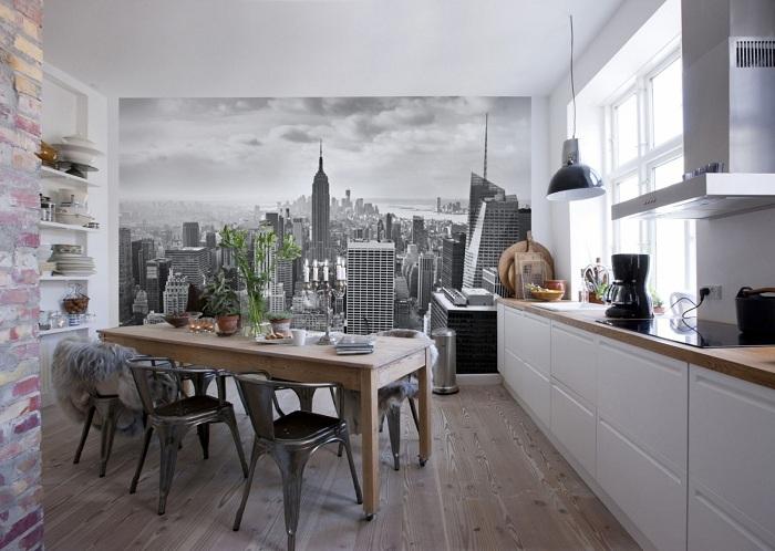 Симпатичное оформление столовой с обоями с изображением города.
