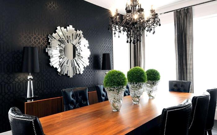 Крутой дизайн столовой преображен черными необычными обоями.