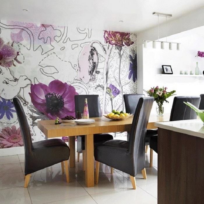 Оригинальное оформление столовой с помощью обоев с цветочным рисунком.