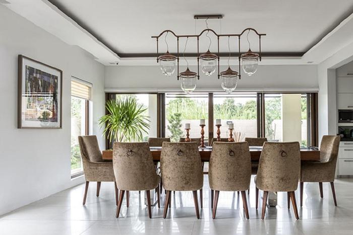 Хороший вариант оформления столовой для большой и счастливой семьи, то что украсит общий интерьер.