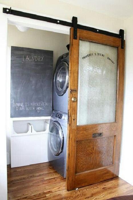 Интересное дизайнерское решение для того чтобы оптимизировать и украсить пространство дома при помощи скрытой прачечной.