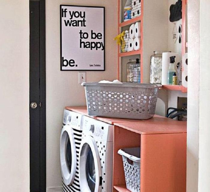 Хороший и очень практичный вариант оформления комнаты с яркими элементами, что запомнится своей насыщенностью и стилем.