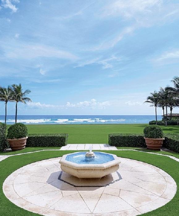 Специфический, но прекрасный фонтан станет самым лучшим украшением во дворе.