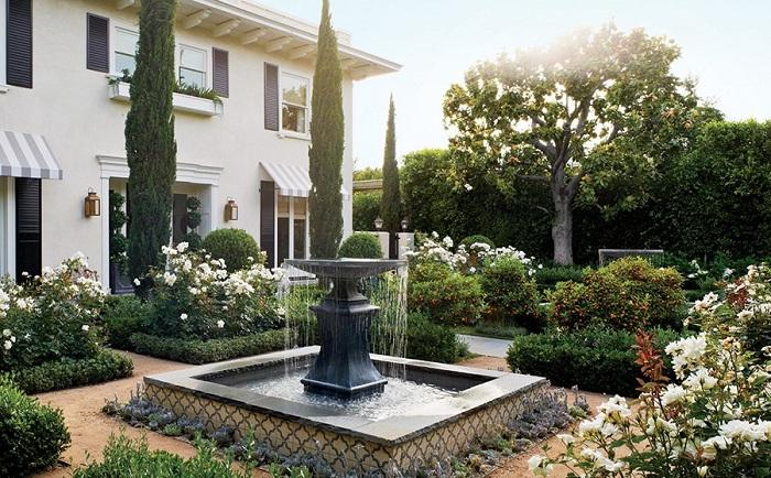 Место, которое подарит спокойствие - место у фонтана.