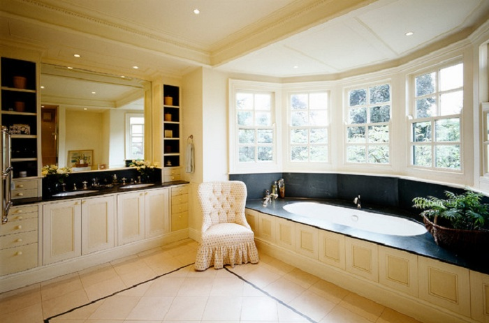 Контрастные цвета в ванной комнате позволят создать оптимальную обстановку и создать массу комфорта и уюта.