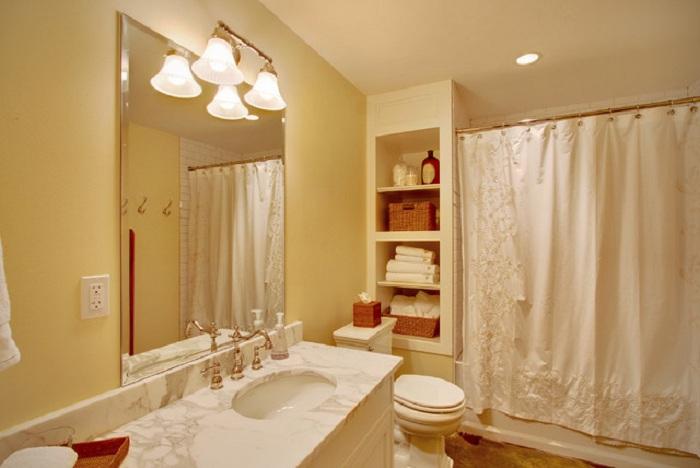 Хороший вариант оформить ванную комнату в светлых тонах, что подарит отменное настроение и самые лучшие впечатления.