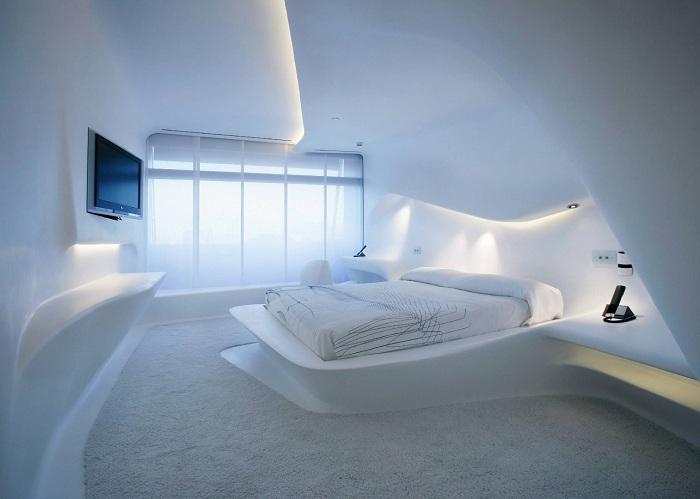 Размытая геометрия и светлые просторы спальной.