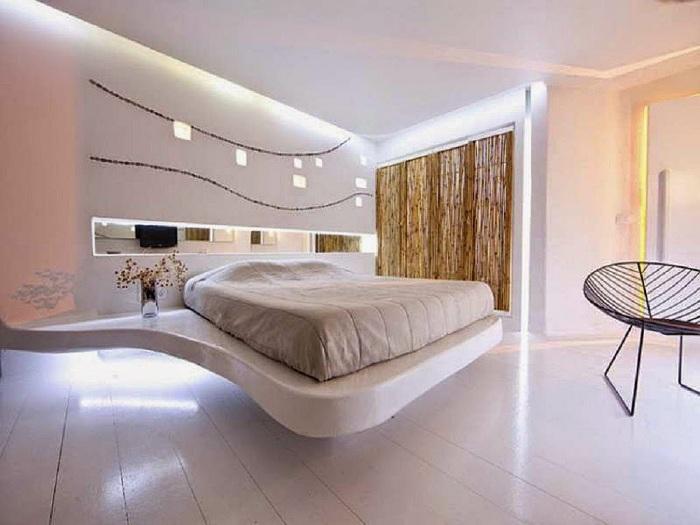 Шикарная спальня в нежно-кремовых тонах выглядит невероятно.