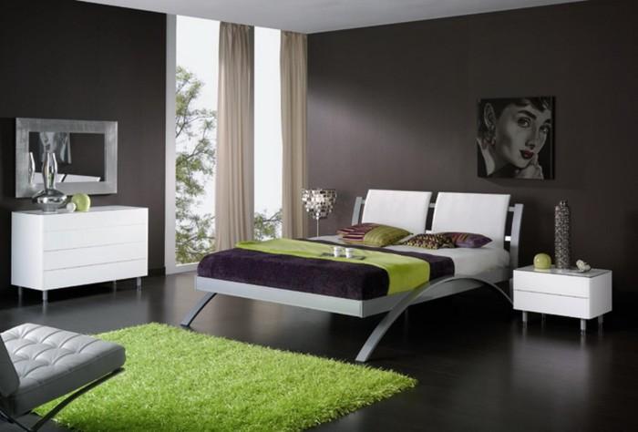 Украсить спальню возможно благодаря декору в зеленом цвете.