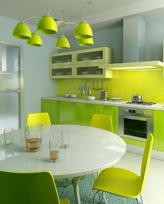 Интересный интерьер кухни в салатовом цвете.