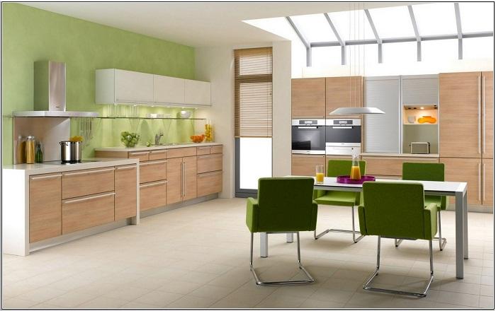 Уютная обстановка на кухне создана с помощью ярких элементов декора.