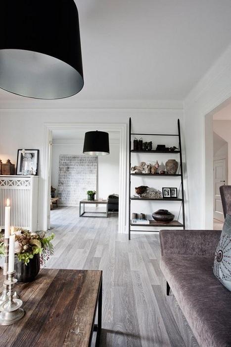 Отличный вариант оформить комнаты в светлых тонах с большими дверьми, что позволит расширить существующее пространство.