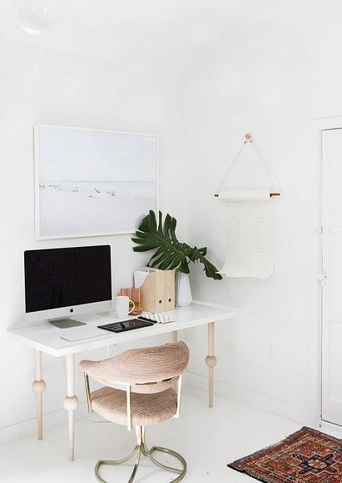Прекрасный интерьер комнаты для работы - приятно оформлено домашнее пространство.