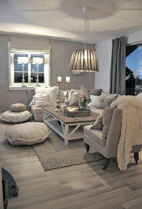 Интересная гостиная с мягкими элементами декора, то что подарит массу приятных моментов.