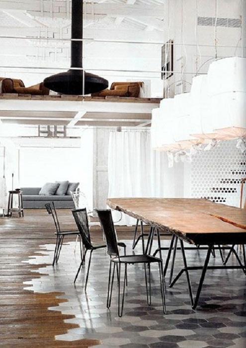 Симпатичный интерьер столовой в светло-серых тонах, специально обустроен для комфортного времяпровождения.