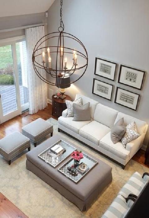 Комната для приема гостей, в серых тонах с очень приятной домашней атмосферой.