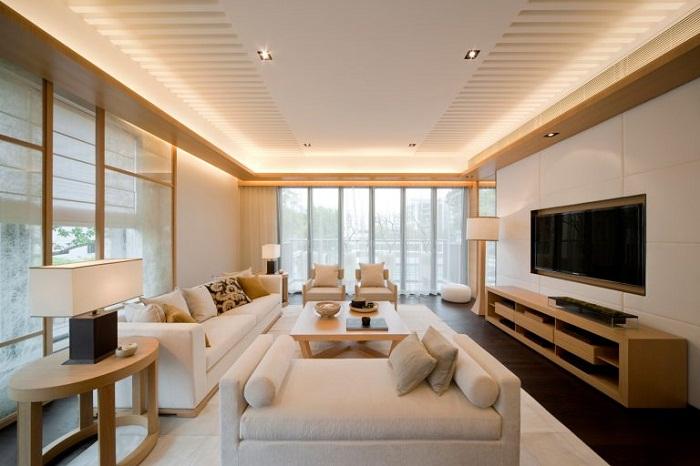 Шикарный интерьер гостевой комнаты создан благодаря скрытому освещению.