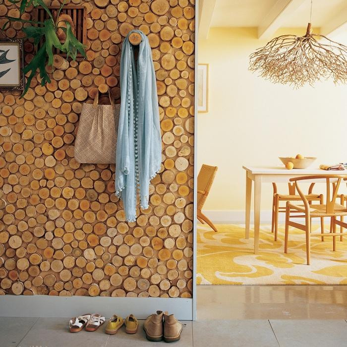 Самый лучший вариант обустроить столовую в деревенском стиле с добавлением деревянных элементов.