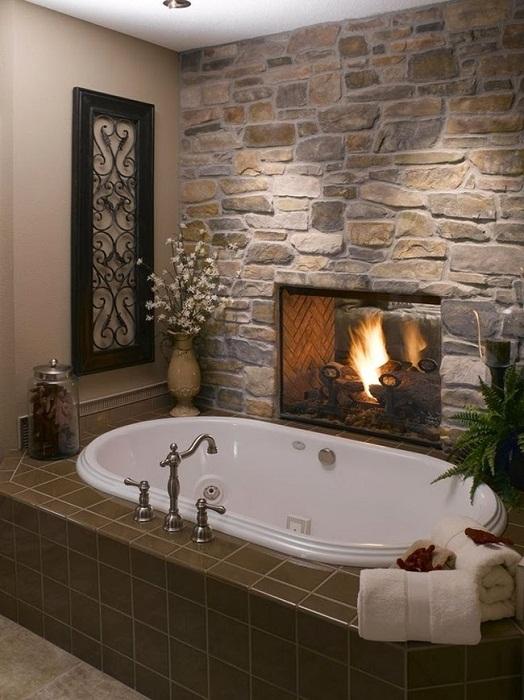 Просто нестандартное, но очень крутое решение создать оригинальный камин в ванной комнате, что вдохновит.