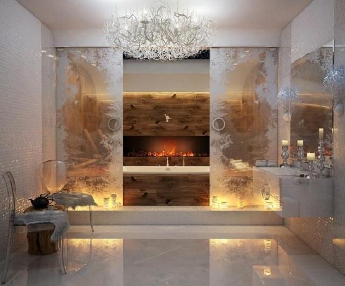 Яркое и очень теплое решение создать ванную комнату в оригинальным камином, что понравится.