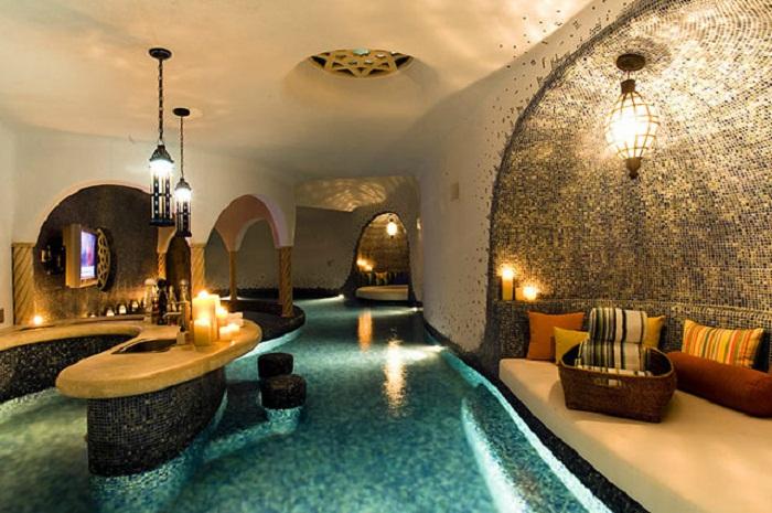 Просто сказочная атмосфера создана в этом крытом бассейне, что понравится каждому.