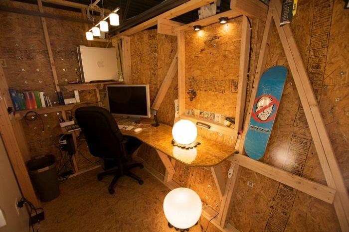 Очень стильный дизайн домашнего офиса, что придется по душе любителям свободы и всего необычного..