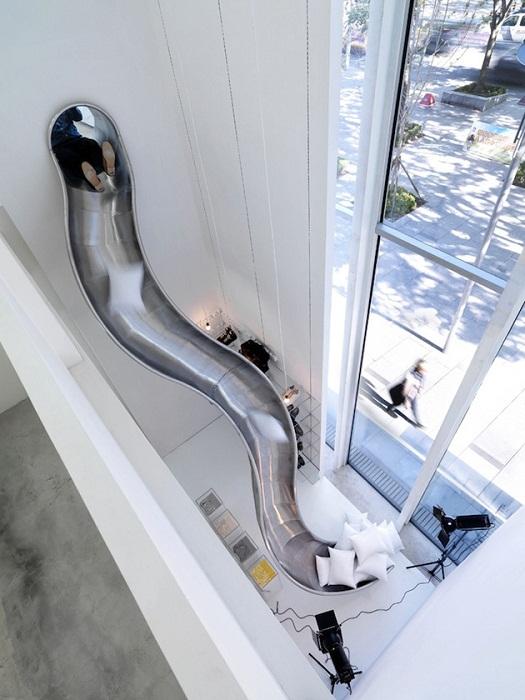 Очень креативное решение создать такой необычный спуск дома, что удивит и очарует одновременно.