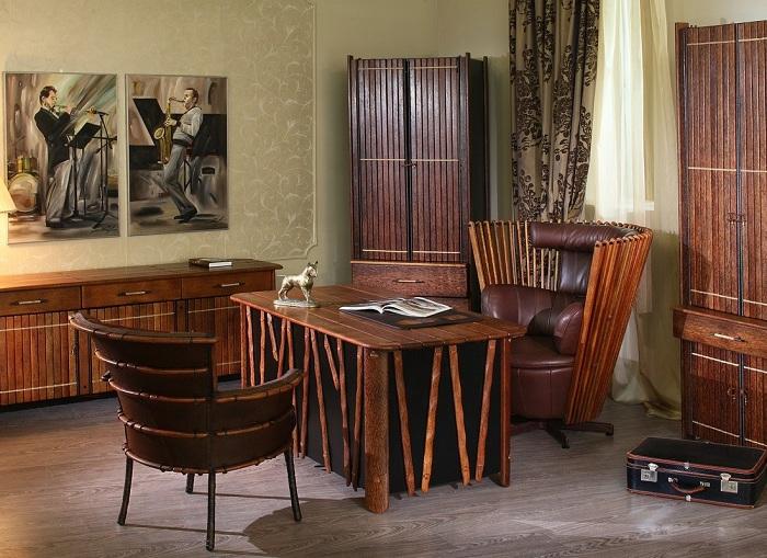 Красивый офис с необычной мебелью в деревенском стиле.
