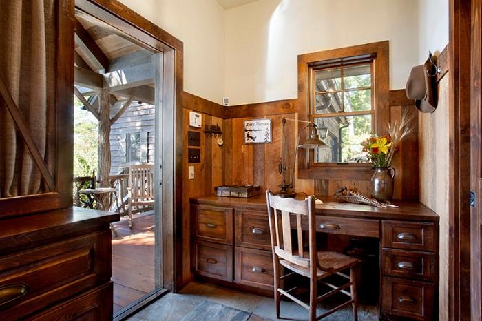 Удобный и практичный мини-офис украсит интерьер любого дома и сэкономит общее пространство.