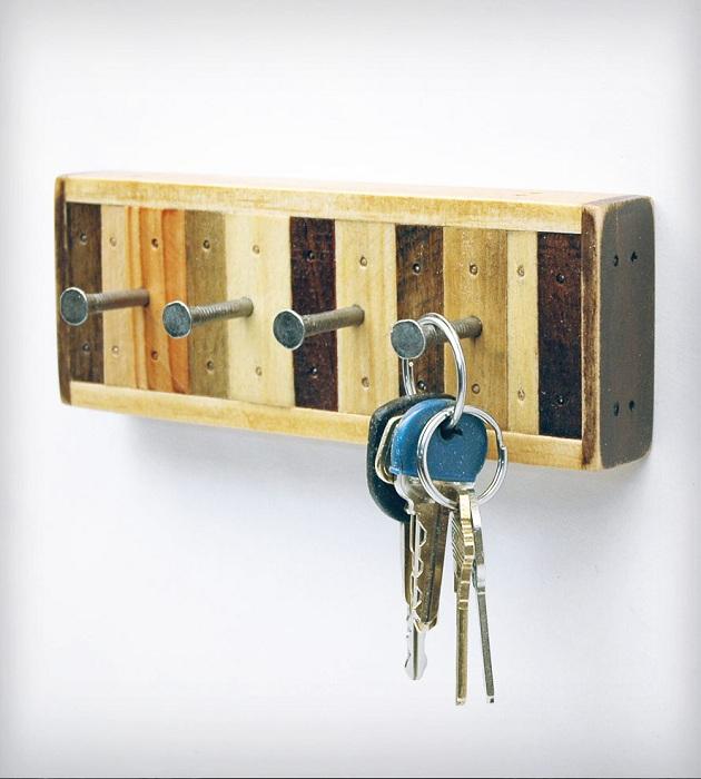Удобные железные крючки для хранения ключей, практичны  и симпатичны одновременно.