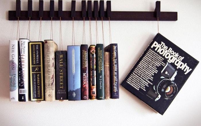 Необычная полочка для книг.