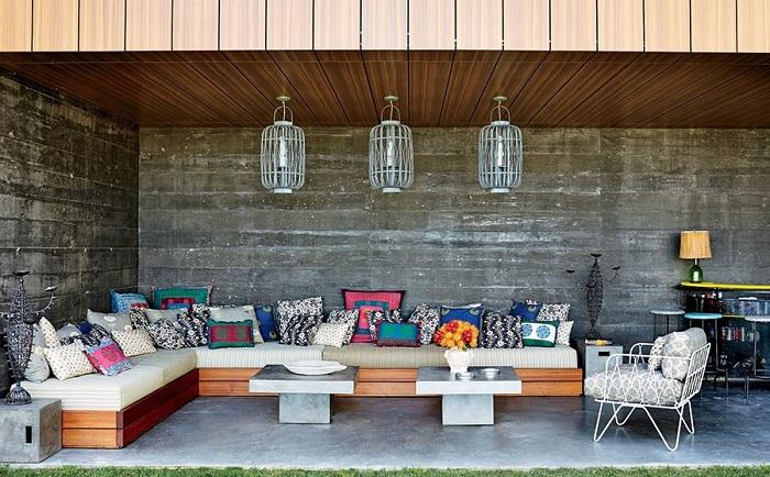 Хороший вариант создать оптимальную атмосферу во дворе своего дома, что в свою очередь украсит территорию.