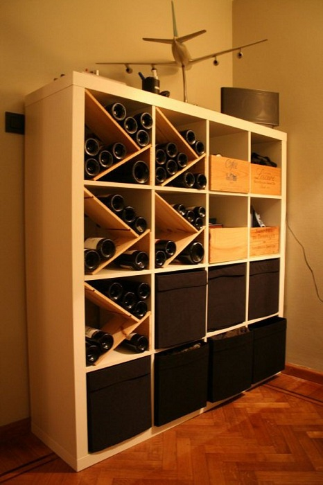 Один из самых лучших вариантов оформления винного шкафа, который создан для хранения самых вкусных и любимых напитков.