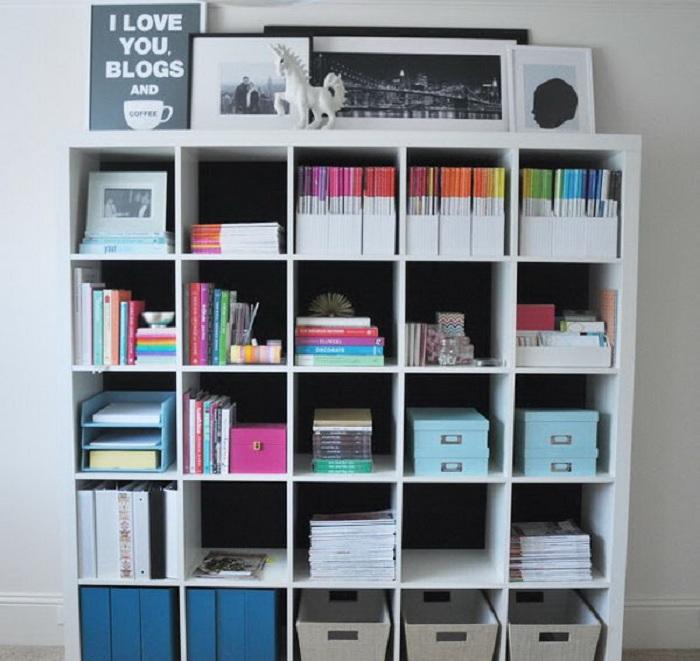 Один из самых лучших вариантом оформления шкафа с большим количеством ячеек в нем.