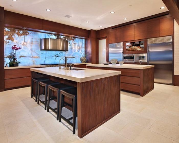 Украшение потолка кухни множеством лампочек - отличное решение.