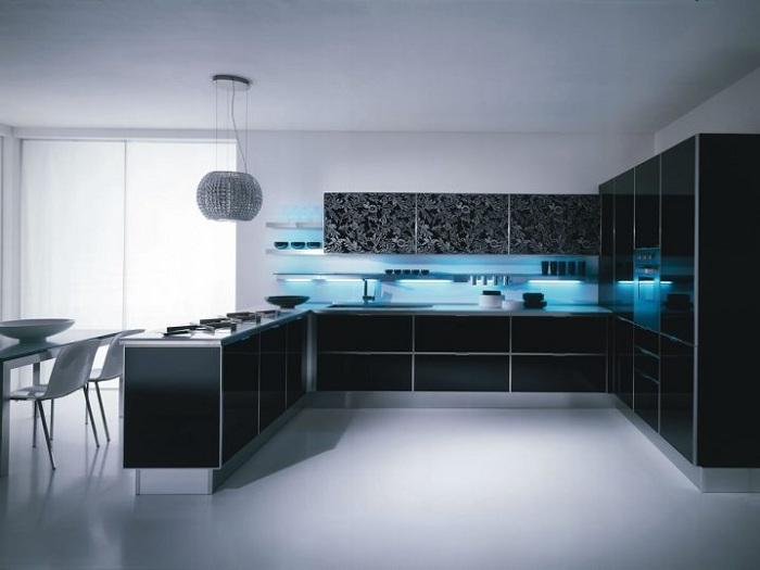 Стильный интерьер кухни в черной цветовой гамме с нежно-голубой подсветкой.