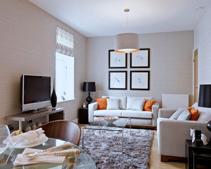 Определенного шарма интерьеру добавляют особенные оранжевые подушки, которые создадут теплую атмосферу.