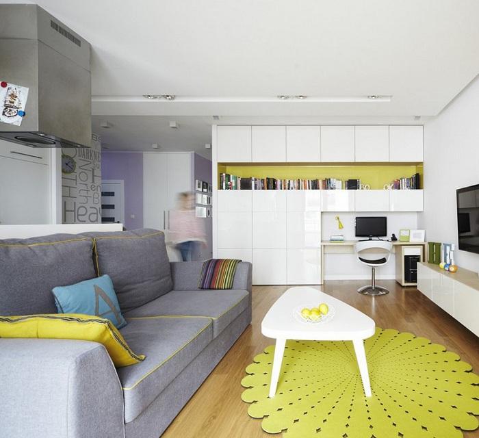 Отменный интерьер создан благодаря ярким элементам декора желтого цвета.